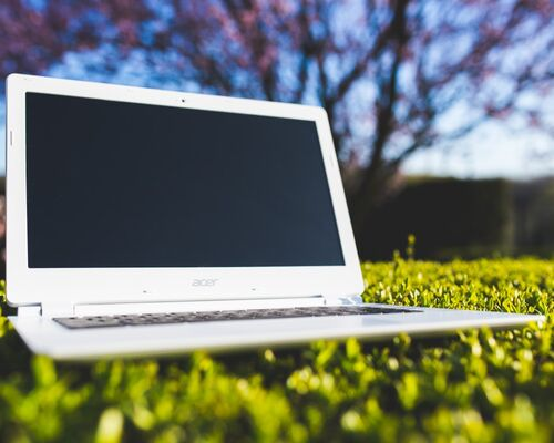laptop_office_work_grass_sunny_after_work_holiday_computer-731512