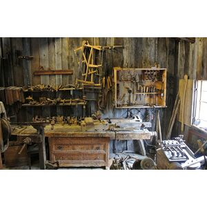 workshop_tools_equipment_wooden_old_historic_museum_work-680853