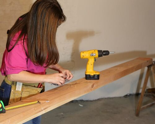 women_diy_groups_incentives_relaxation_hobbies_living_room_carpentry-882837